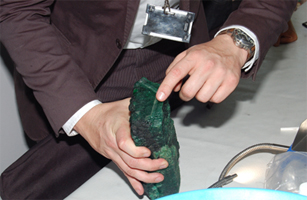 Giant Emeralds Hit the Jewelry Market   sterlingcanyon